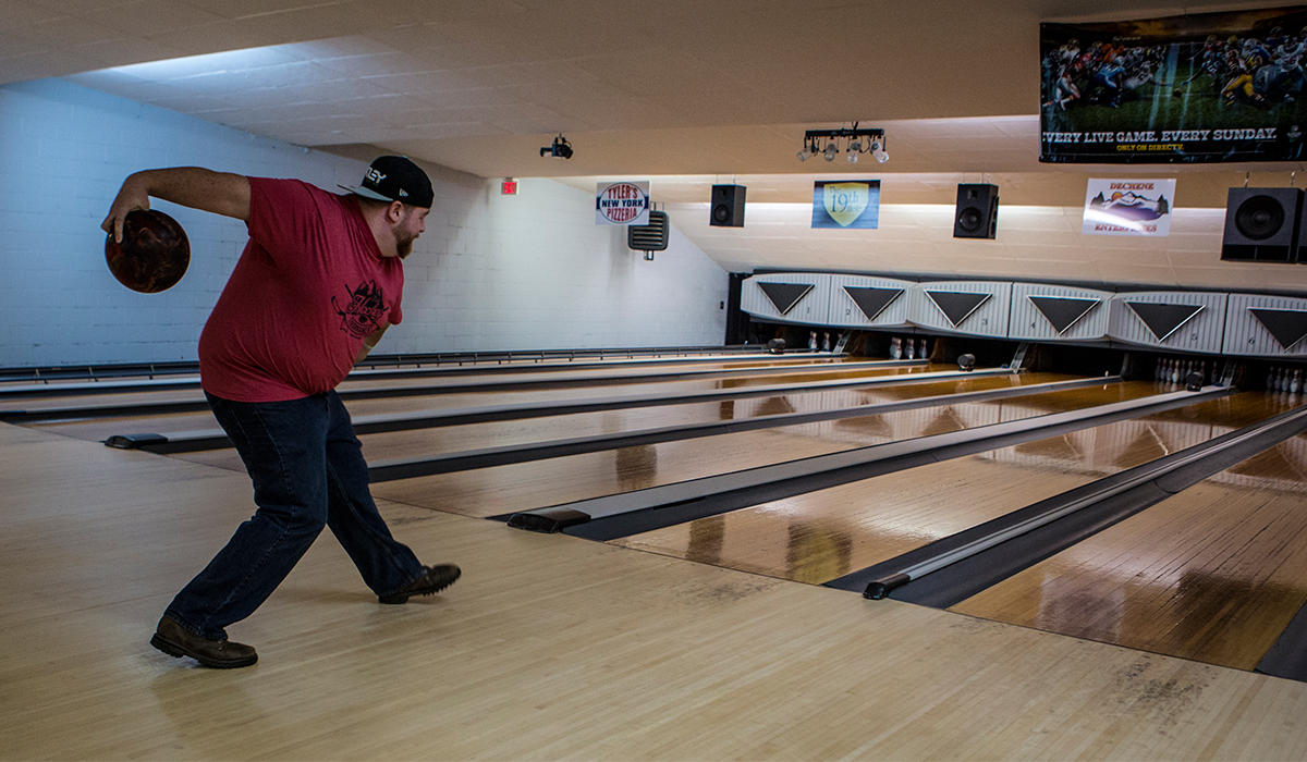 Bowl at round at Lakeview Lanes (ROOST/Shaun Ondak photo)