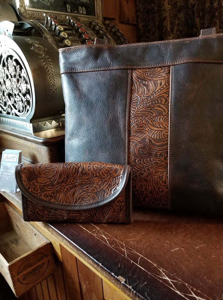 A sample wallet and purse combo at The Leather Artisan.