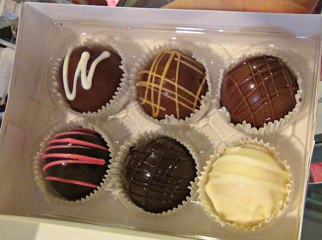 Yum! These handmade truffles will speak volumes for us on Valentine's Day.
