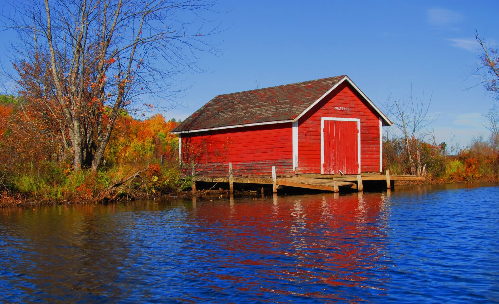How picturesque is this?  Waters boathouse
